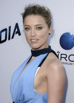 """Amber Heard  - """"Paranoia"""" Premiere in Los Angeles (august 8)"""