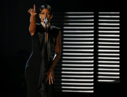 Rihanna performs Diamonds at the 41st American Music Awards in Los Angeles 24.11.2013 43