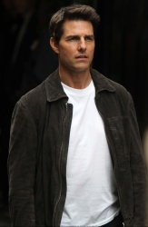 Tom Cruise - on the set of 'Oblivion' in New York City - June 13, 2012 - 52xHQ 2Qc9E44a