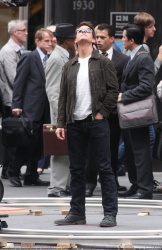Tom Cruise - on the set of 'Oblivion' outside at the Empire State Building - June 12, 2012 - 376xHQ OwGpszSz