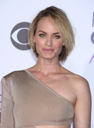 Amber Valletta - 2016 People's Choice Awards @ Microsoft Theater in Los Angeles - 01/06/16