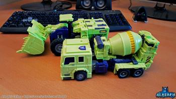 [Toyworld] Produit Tiers - Jouet TW-C Constructor aka Devastator/Dévastateur (Version vert G1 et jaune G2) - Page 6 EKO2v4Gu