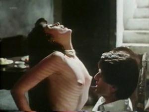 Maria Conchita Alonso @ Blood Ties (IT 1986) [VHS]  UZ9D8rU7