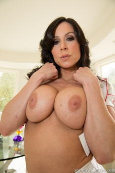 Kendra Lust - MILF Makes A Protein Shake 18-03