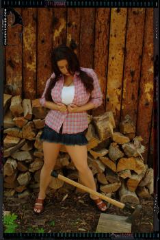 018a - Holz vor der Huette
