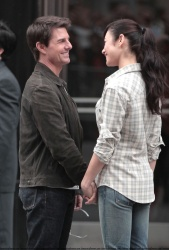Tom Cruise - on the set of 'Oblivion' outside at the Empire State Building - June 12, 2012 - 376xHQ BQF7NtBk