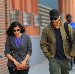 Jake Gyllenhaal & Jonah Hill & America Ferrera - Out And About In NYC 2013.04.30 - 37xHQ QCzbPWBn