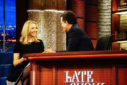 Lisa Kudrow - The Late Show with Stephen Colbert: February 28th 2017