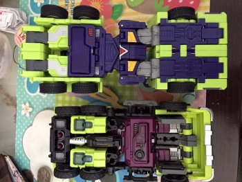 [Toyworld] Produit Tiers - Jouet TW-C Constructor aka Devastator/Dévastateur (Version vert G1 et jaune G2) - Page 5 RDxaqX2L