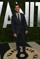 Taylor Lautner - Imagenes/Videos de Paparazzi / Estudio/ Eventos etc. - Página 38 AdjW61pl