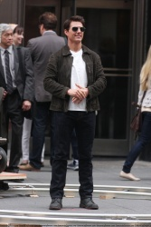 Tom Cruise - on the set of 'Oblivion' outside at the Empire State Building - June 12, 2012 - 376xHQ E124hPIO