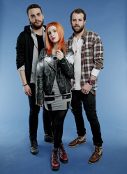 Paramore (Hayley Williams,  Jeremy Davis, Taylor York) - Chris McAndrew Photoshoot for The Guardian (February, 2013) - 35xHQ QV8pyYmL