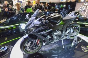 2017 Kawasaki ZX-10RR, H2 Carbon unveiled at Intermot