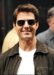 Tom Cruise - on the set of 'Oblivion' in New York City - June 13, 2012 - 52xHQ Qdktl1Rr