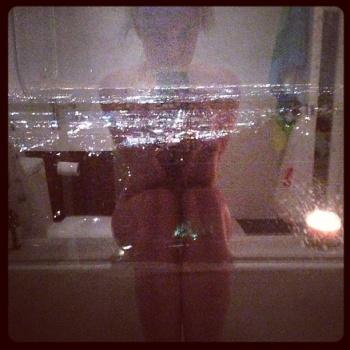 Genevieve Morton - sexy Instagram 20.05.13