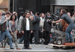 Tom Cruise - on the set of 'Oblivion' outside at the Empire State Building - June 12, 2012 - 376xHQ GuagGBpQ