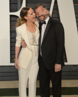 """Leslie Mann """"2015 Vanity Fair Oscar Party hosted by Graydon Carter at Wallis Annenberg Center for the Performing Arts in Beverly Hills"""" (22.02.2015) 126x  KD6DxXAB"""