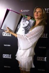 Gisele Bundchen - Gisele Book Signing @ the Livraria da Vila Bookstore in Sao Paulo - 11/06/15