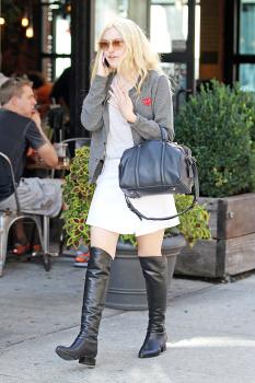 Dakota Fanning / Michael Sheen - Imagenes/Videos de Paparazzi / Estudio/ Eventos etc. - Página 6 Adiu0PFn