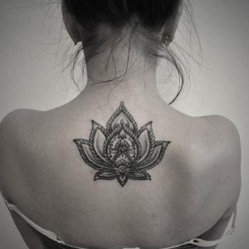 Siete Delicados Tatuajes Para La Espalda Elafter Com