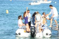 Nina Dobrev with her boyfriend Austin Stowell in Saint-Tropez (July 24) XzaYT2H7