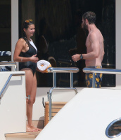 Nina Dobrev and Asustin Stowell enjoy the ocean off the cost the French Riviera (July 26) IDsdDcsS
