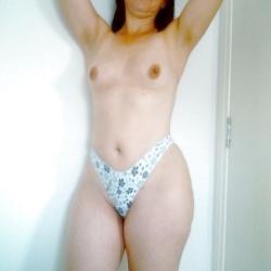 Mulher De Mega Rabuda Tesuda Nua Na Cama Mostrando O Chibiu