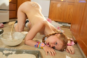 Dolly - Baking Cookies - [dolly's-playhouse] J023XmyV