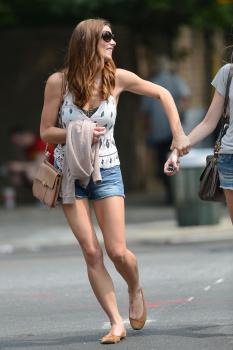 Ashley Greene - Imagenes/Videos de Paparazzi / Estudio/ Eventos etc. - Página 24 AdiB2Au0