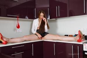 Isabella - In The Kitchen - [famegirls] TeiZZvb9