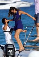Nina Dobrev with her boyfriend Austin Stowell in Saint-Tropez (July 24) E2Wf0QhB