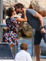 Nina Dobrev and Asustin Stowell enjoy the ocean off the cost the French Riviera (July 26) D8JYCdWQ