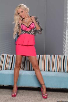 Nina Elle muestra su mejor perfil