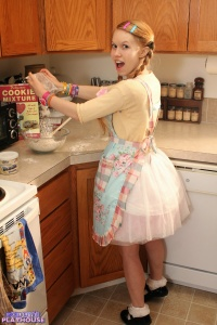 Dolly - Baking Cookies - [dolly's-playhouse] 55tR6jjx
