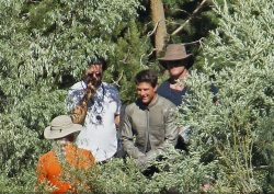 Tom Cruise - on the set of 'Oblivion' in June Lake, California - July 10, 2012 - 15xHQ ZTsVdLm1