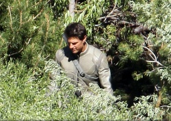 Tom Cruise - on the set of 'Oblivion' in June Lake, California - July 10, 2012 - 15xHQ TemMRDap
