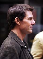 Tom Cruise - on the set of 'Oblivion' in New York City - June 13, 2012 - 52xHQ STAOzDpB