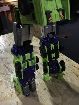 [Toyworld] Produit Tiers - Jouet TW-C Constructor aka Devastator/Dévastateur (Version vert G1 et jaune G2) - Page 6 SFgRLEmQ