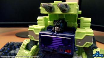 [Toyworld] Produit Tiers - Jouet TW-C Constructor aka Devastator/Dévastateur (Version vert G1 et jaune G2) - Page 6 NVHCI0cN