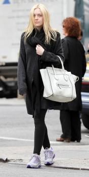 Dakota Fanning / Michael Sheen - Imagenes/Videos de Paparazzi / Estudio/ Eventos etc. - Página 5 AaojHKrb
