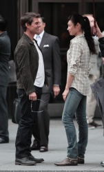 Tom Cruise - on the set of 'Oblivion' outside at the Empire State Building - June 12, 2012 - 376xHQ RRl4Ef1Q