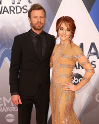 Lindsey Stirling - 49th Annual CMA Awards @ the Bridgestone Arena in Nashville - 11/04/15