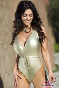 Дениз Милани, фото 4875. Denise Milani Gold One-Piece (Low Quality), foto 4875