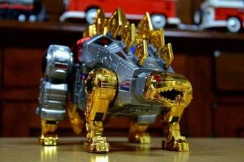 [GigaPower] Produit Tiers - Jouets HQ-01 Superator + HQ-02 Grassor + HQ-03 Guttur + HQ-04 Graviter + HQ-05 Gaudenter - aka Dinobots - Page 4 AbTKoTSO
