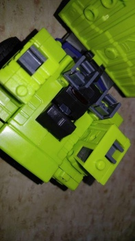[Toyworld] Produit Tiers - Jouet TW-C Constructor aka Devastator/Dévastateur (Version vert G1 et jaune G2) - Page 7 JlKoeGbr