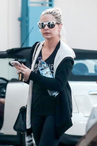 Sarah Michelle Gellar - Arriving To Pilates Class in Santa Monica - March 5th 2017