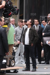 Tom Cruise - on the set of 'Oblivion' outside at the Empire State Building - June 12, 2012 - 376xHQ DfHQd6EH