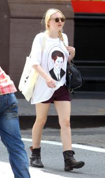 Dakota Fanning / Michael Sheen - Imagenes/Videos de Paparazzi / Estudio/ Eventos etc. - Página 5 AdvUtLUx