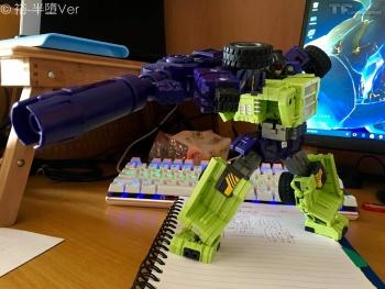 [Toyworld] Produit Tiers - Jouet TW-C Constructor aka Devastator/Dévastateur (Version vert G1 et jaune G2) - Page 7 XB1i6U76