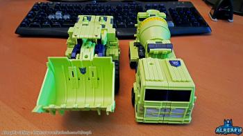 [Toyworld] Produit Tiers - Jouet TW-C Constructor aka Devastator/Dévastateur (Version vert G1 et jaune G2) - Page 6 DRmlzQRG